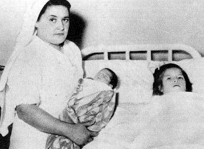 صور اصغر ام في العالم , صور الطفلة الام مع ابنها الرضيع