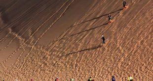 صورة صور لا تصدق , كثبان رملية في الصين يعبرها السياح