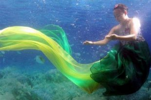 صورة عرض ازياء تحت الماء , صور الفتيات الكوريات في عروض الازياء