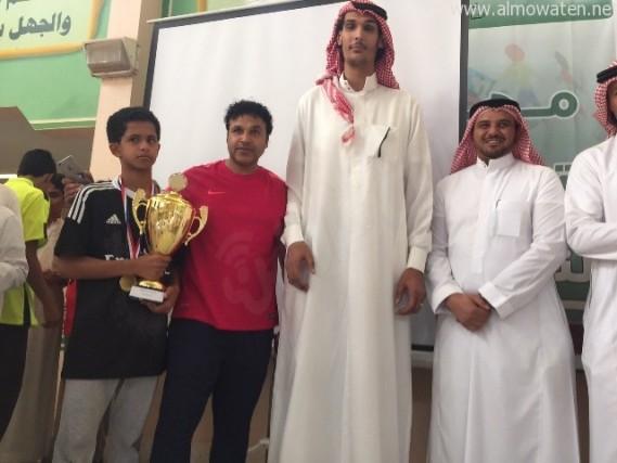 صورة اطول رجل في السعودية , صور قد تذهلك لعملاق الخليلج