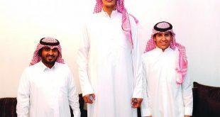 صوره اطول رجل في السعودية , صور قد تذهلك لعملاق الخليلج