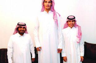 صور اطول رجل في السعودية , صور قد تذهلك لعملاق الخليلج