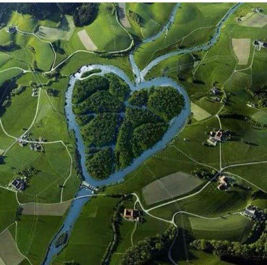 بالصور عندما تتحدث الصور , جزر طبيعية علي شكل قلب 4569 3