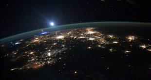 الارض من فوق , صور نادرة للشبح الاحمر