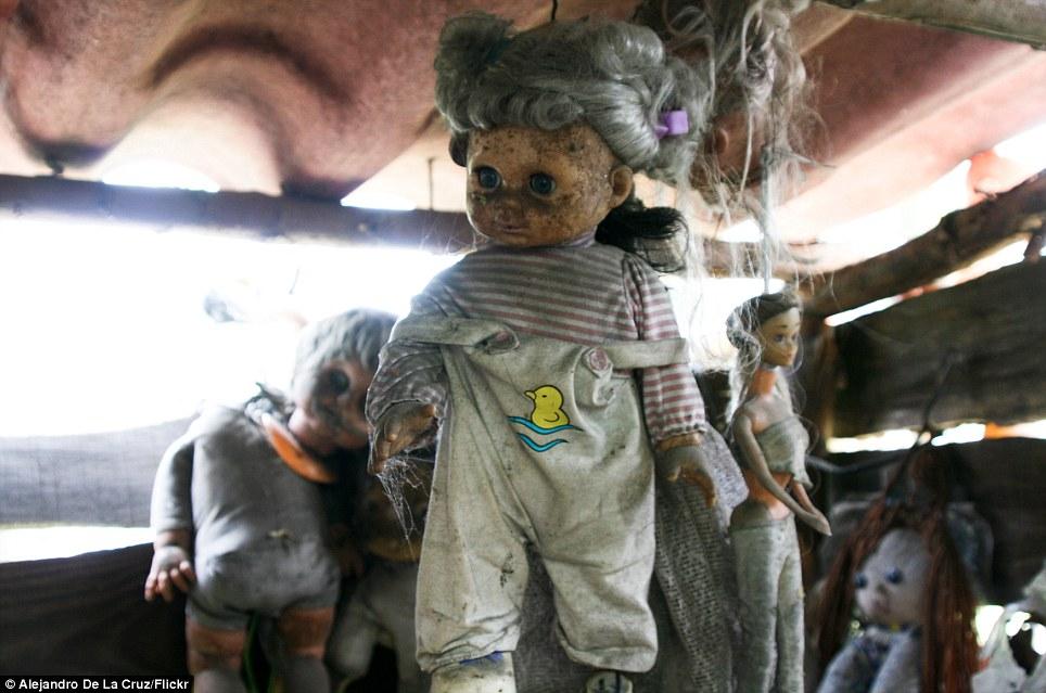 بالصور جزيرة الدمى المسكونة , صور مرعبة وقصة غريبة 4597 3