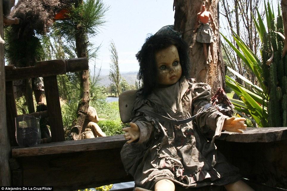 بالصور جزيرة الدمى المسكونة , صور مرعبة وقصة غريبة 4597 6