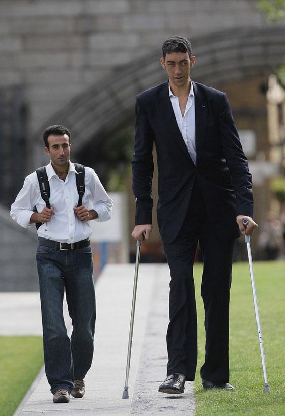 بالصور اطول رجل في العالم , اطول رجل في العالم يتزوج من سورية ويصفها بانها حب حياته 4706 4