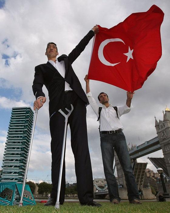 بالصور اطول رجل في العالم , اطول رجل في العالم يتزوج من سورية ويصفها بانها حب حياته 4706 6