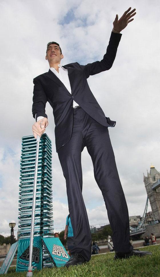 بالصور اطول رجل في العالم , اطول رجل في العالم يتزوج من سورية ويصفها بانها حب حياته 4962 6