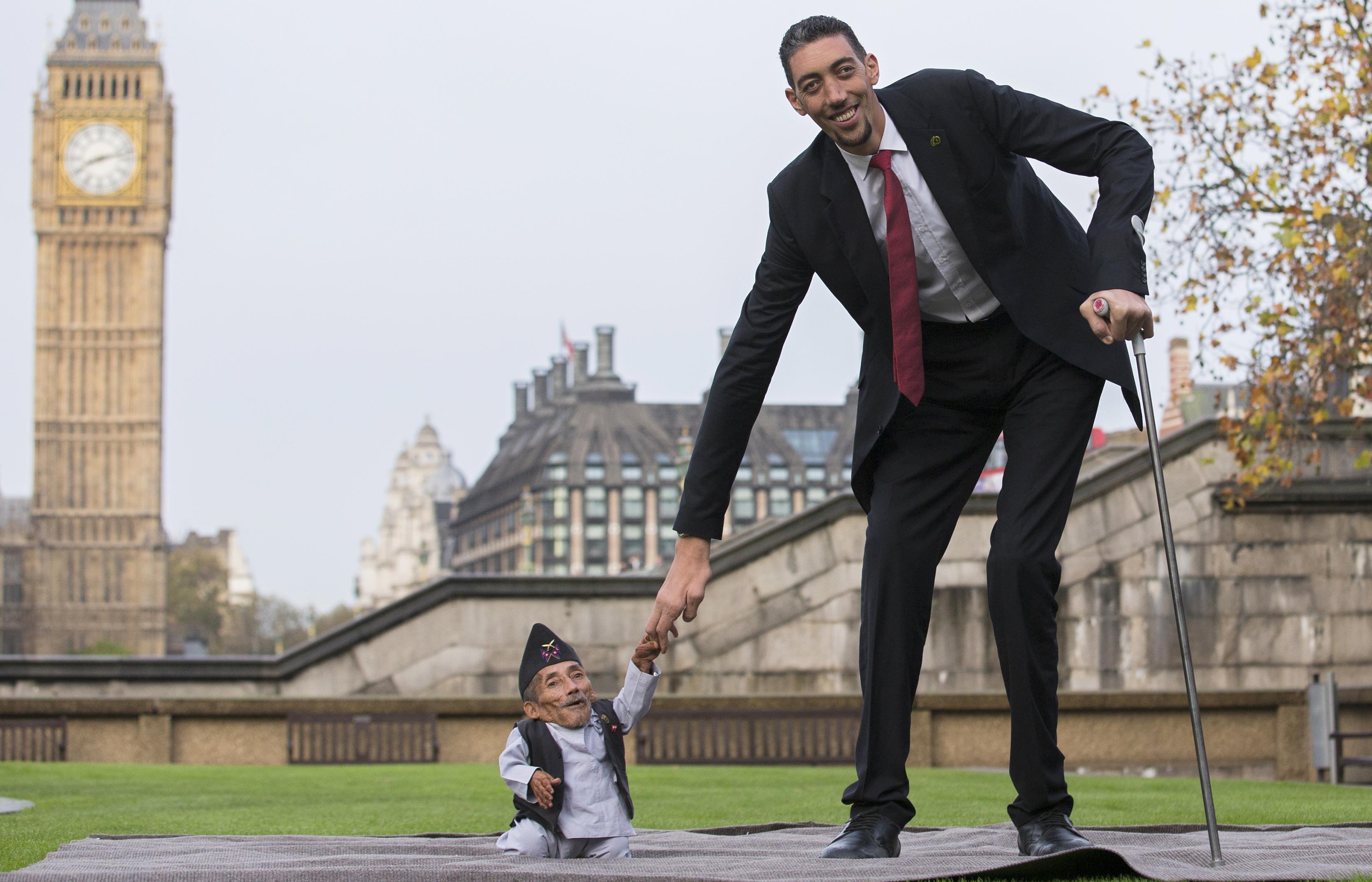 صورة اطول رجل بالعالم , هل شاهدت اطول رجل فى العالم من قبل