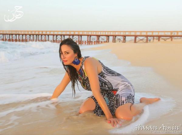 صورة صور نرمين الفقى , نرمين الفقي باطلالة جريئة على الشاطئ وفي المياه