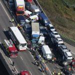 اكبر حادث مرور في العالم , شاهد معنا اضخم حادث مرور فى انجلترا