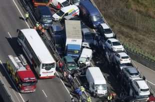 صوره اكبر حادث مرور في العالم , شاهد معنا اضخم حادث مرور فى انجلترا