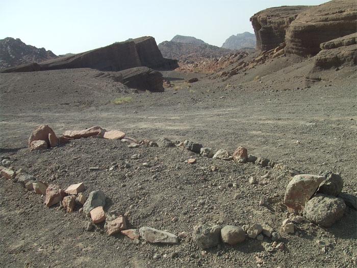 صورة قبر عنتر ابن شداد , شاهد معنا اين دفن عنتره ابن شداد