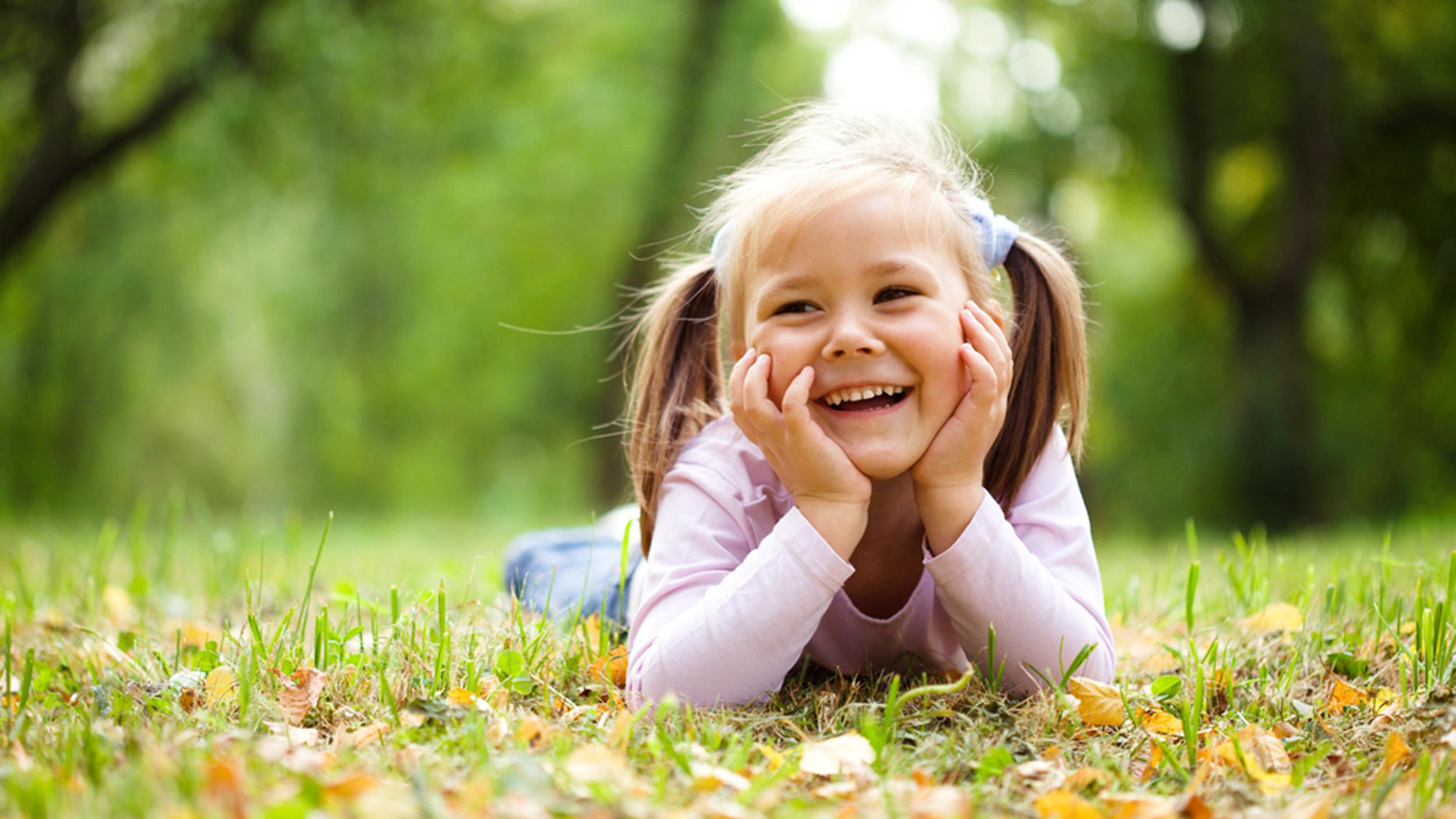 صورة اجمل ابتسامة طفلة في العالم , صور لضحكة طفل