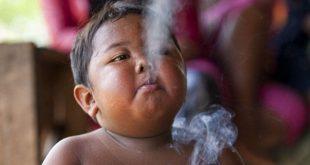 صور اصغر مدخن في العالم , صور الطفل الصيني مدمن السيجارة
