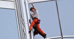 صوره الرجل العنكبوت يتسلق برج خليفة , التحدي و الاصرار للمغامر الفرنسي روبير