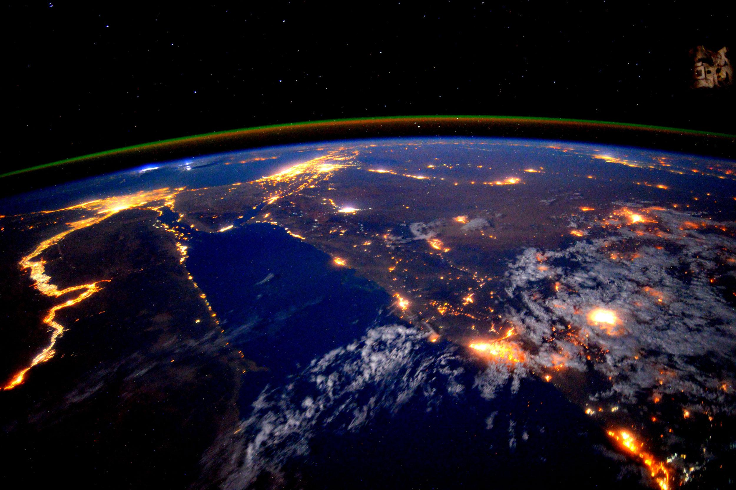 الكرة الارضية ليلا , اجمل الصور للكرة الارضية