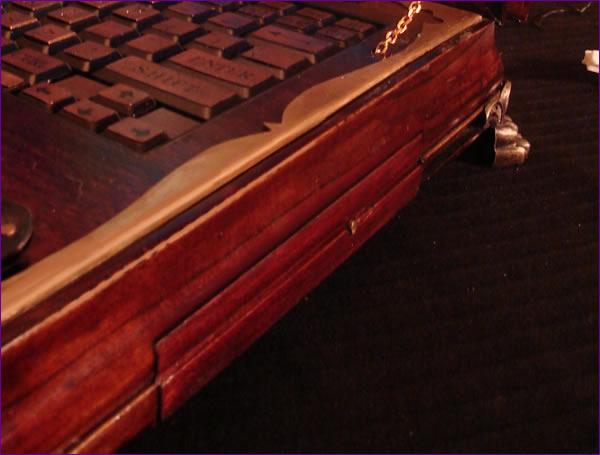 صورة صور لاب توب ملكة بريطانيا , شاهد شكل جهاز الحاسوب الخاص بملكة بريطانيا 641 6