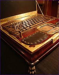 صور لاب توب ملكة بريطانيا , شاهد شكل جهاز الحاسوب الخاص بملكة بريطانيا