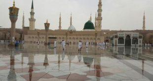 صوره امطار المدينة المنورة , اثناء اداء المعتمرين للصلاة
