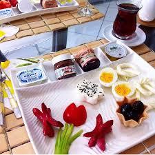 صورة احلى فطور صباحي , مع انغام الموسيقي الهادئة