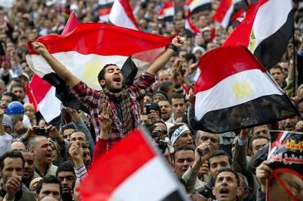 بالصور صور ثورة 25 يناير , من اجل الكرامة والتغيير 11203 1