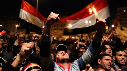 بالصور صور ثورة 25 يناير , من اجل الكرامة والتغيير 11203 4