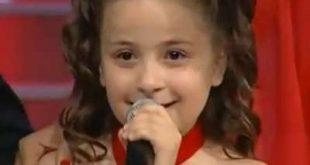 بالصور الطفلة التي ابكت العالم , صوت وجمال 11249 10 310x165