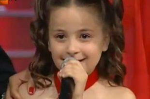 بالصور الطفلة التي ابكت العالم , صوت وجمال 11249 10 310x205