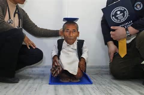 صور اصغر رجل في العالم , اغرب صور لاصغر رجل