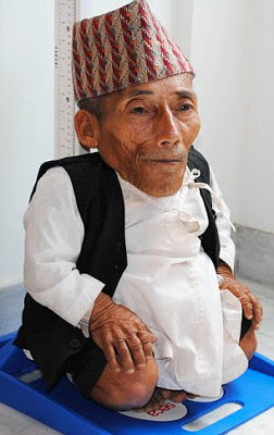 بالصور اصغر رجل في العالم , اغرب صور لاصغر رجل 11350