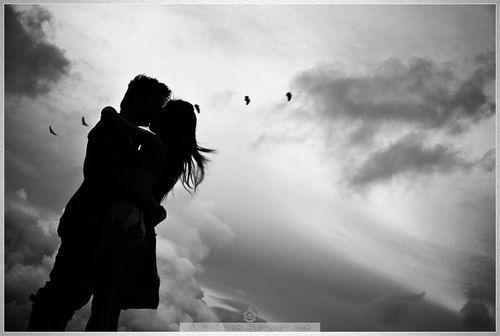 بالصور صور عشاق ابيض واسود , رومانسية بدون الوان 14497 3