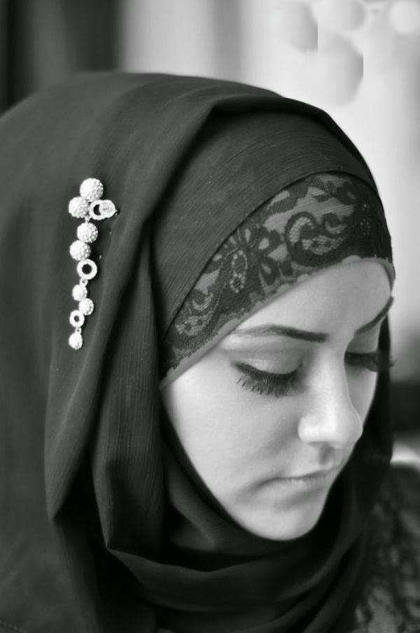 صورة صور فتاة بالابيض و الاسود , بنات بالحجاب تجملت