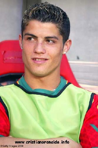 صور كرستيانو وهو صغير اشهر لاعب كرة قدم صوري