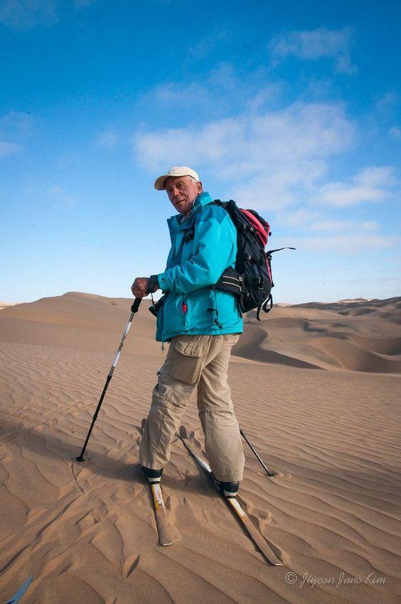 صوره التزلج على الرمال , السياحة الاجنبية في بلاد عربية على رمال