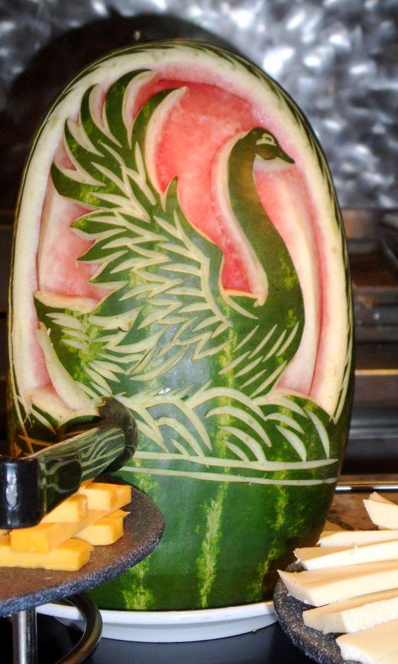 صورة النحت على البطيخ , اشكال رائعة خرافية من فن النحت