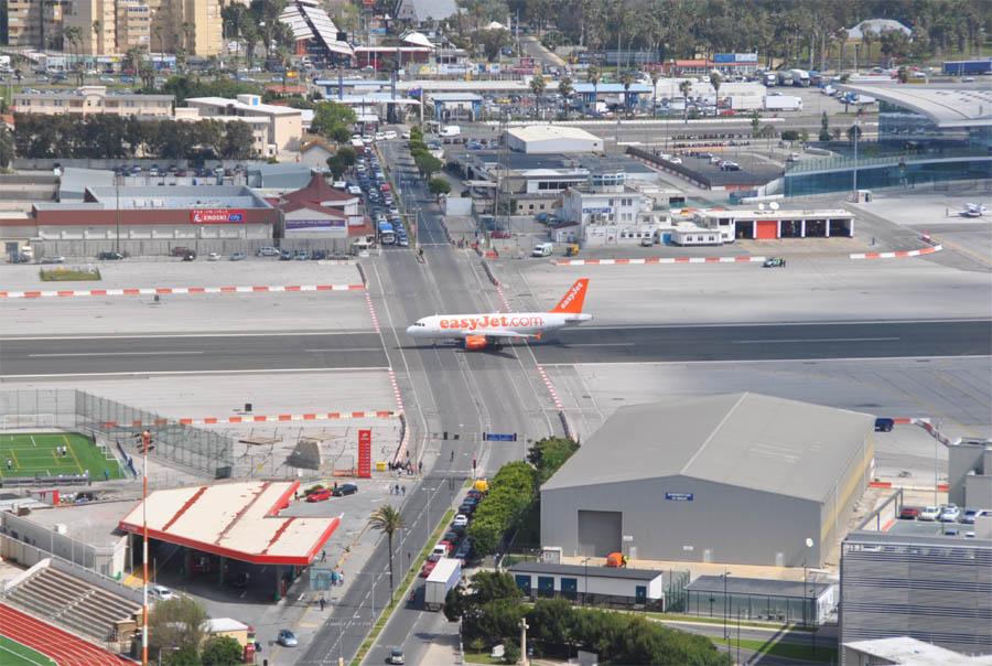 بالصور مطار جبل طارق , احدث صور لاكبر مطار في عالم 10676 1