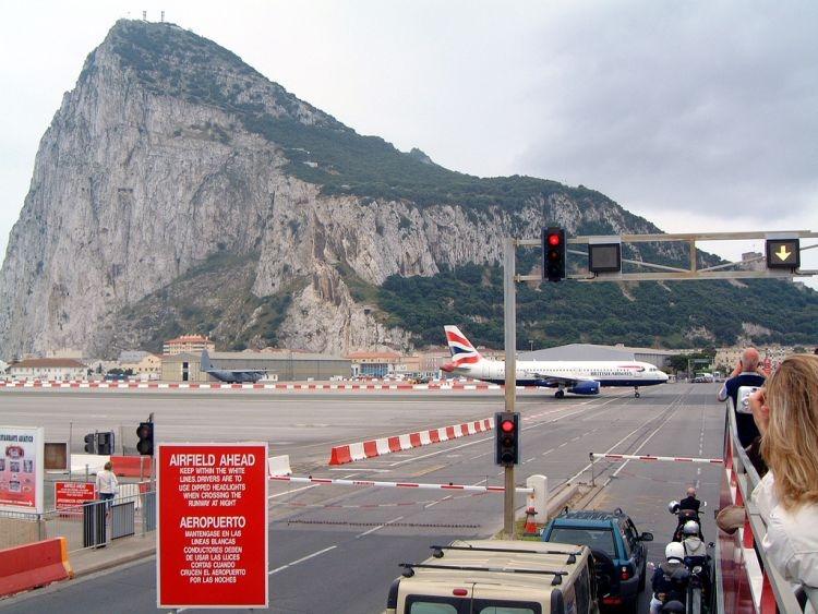 بالصور مطار جبل طارق , احدث صور لاكبر مطار في عالم 10676 4