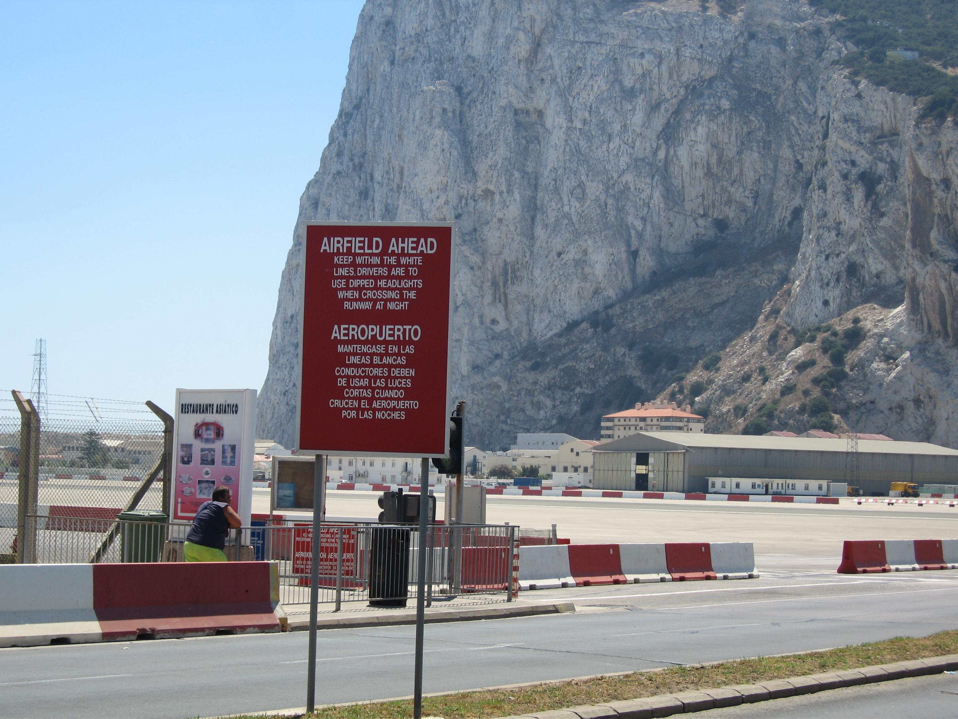 بالصور مطار جبل طارق , احدث صور لاكبر مطار في عالم 10676 6