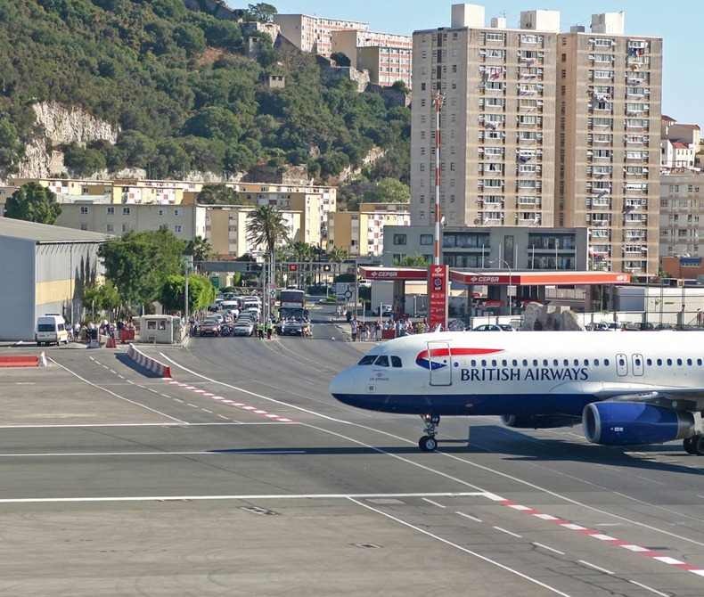 بالصور مطار جبل طارق , احدث صور لاكبر مطار في عالم 10676 9
