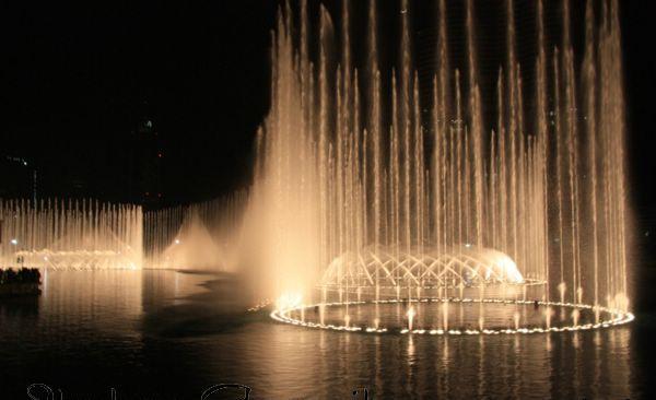 بالصور النافورة الراقصة في دبي , اجمل مناظر وحركات النافورة 10681 2
