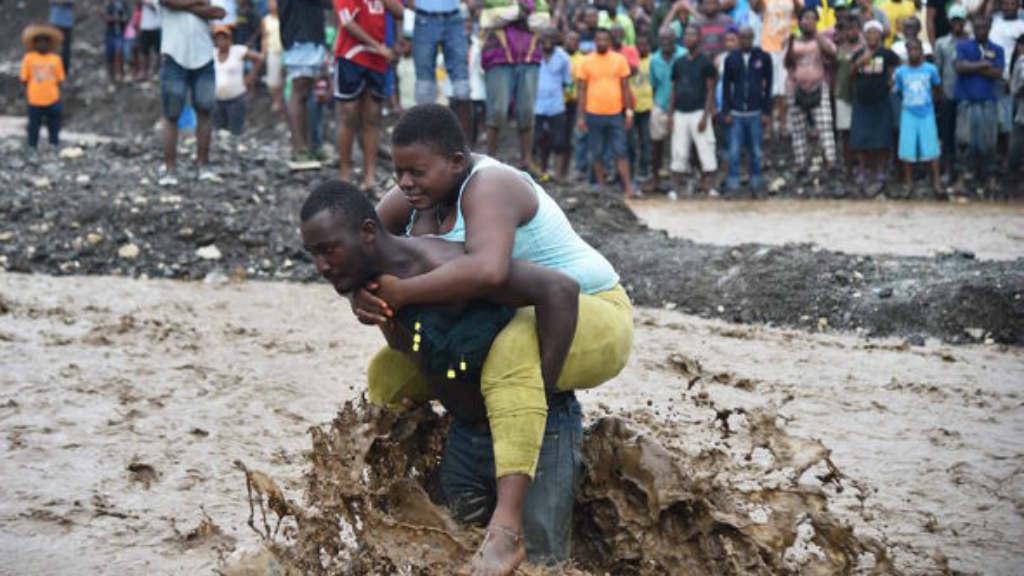 بالصور صور ابكت العالم , احزن صور من الاجئين والملاعب 10725 5