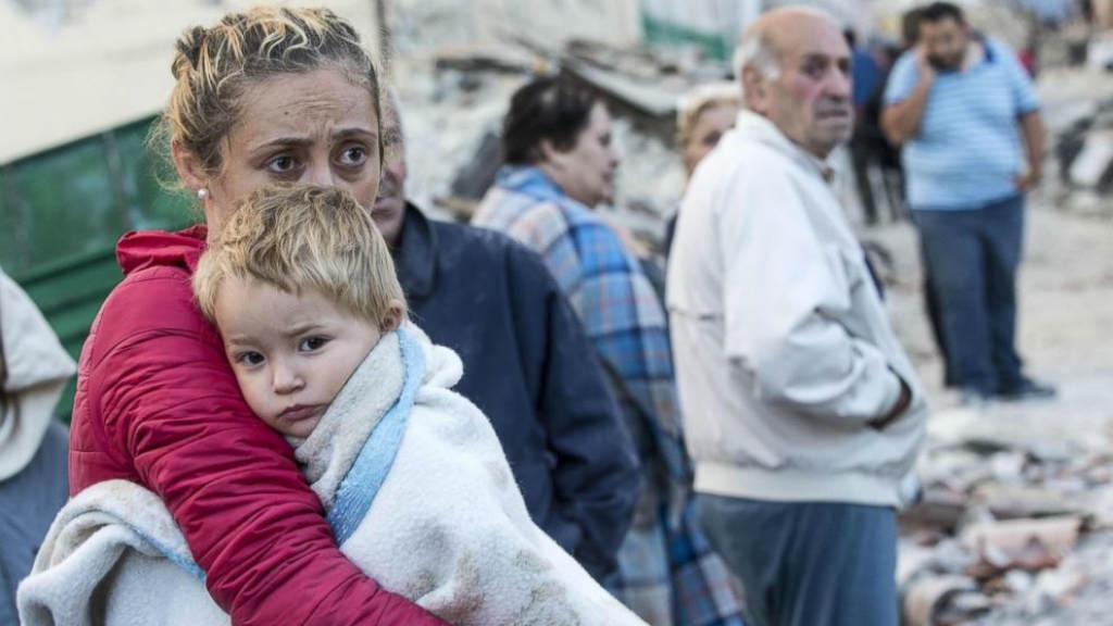 بالصور صور ابكت العالم , احزن صور من الاجئين والملاعب 10725 6