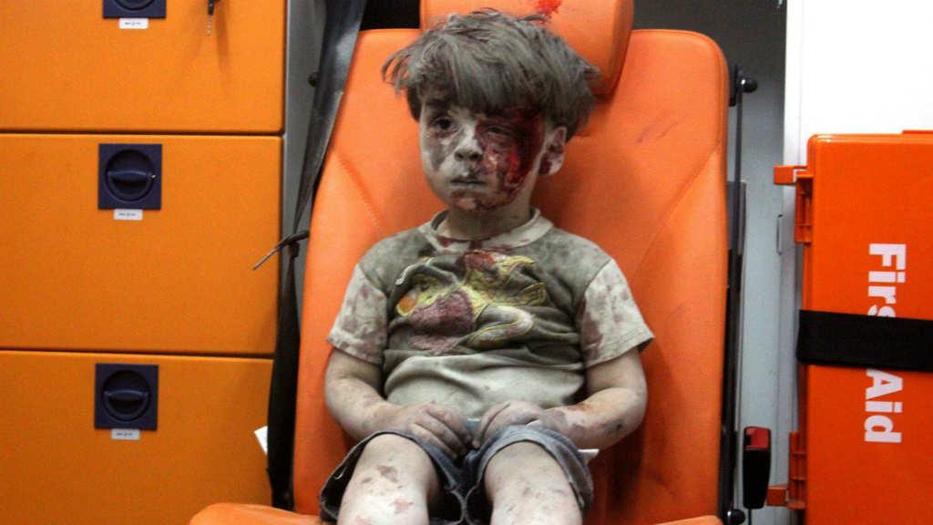 بالصور صور ابكت العالم , احزن صور من الاجئين والملاعب 10725