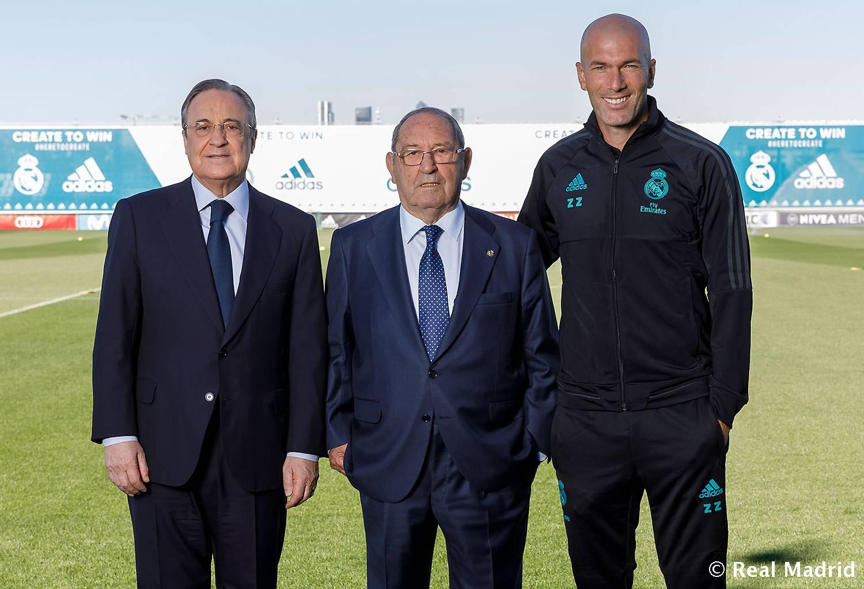 بالصور صور ريال مدريد 2019 , اجدد خلفيات لنادي في الزي الجديد 10727 2