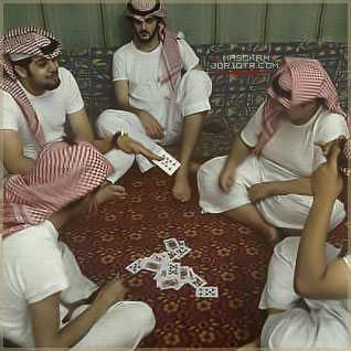 بالصور ابو سروال وفنيله , صور شباب يمزحون في شوارع عامة 11232 5