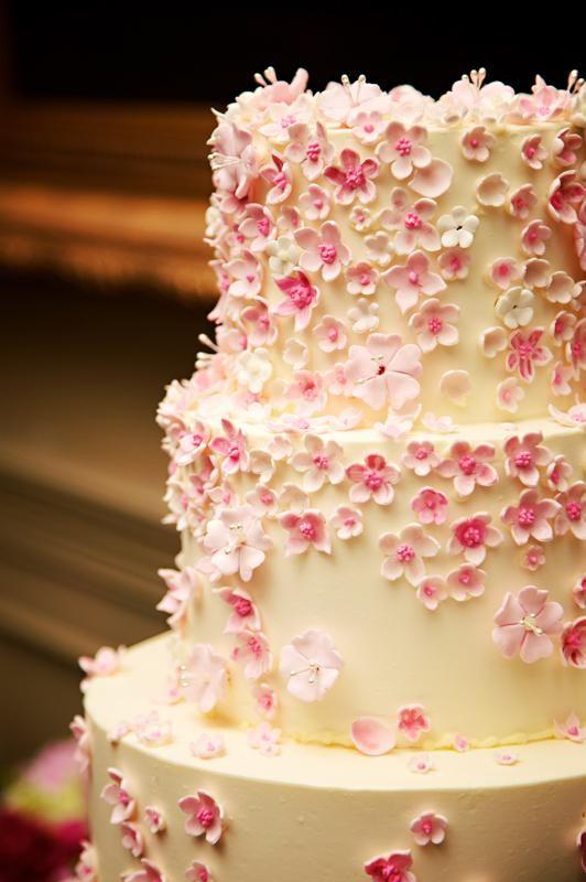 بالصور اجمل التصميمات , تصميم طاولات زفاف مع اجمل تورتات 12331 7