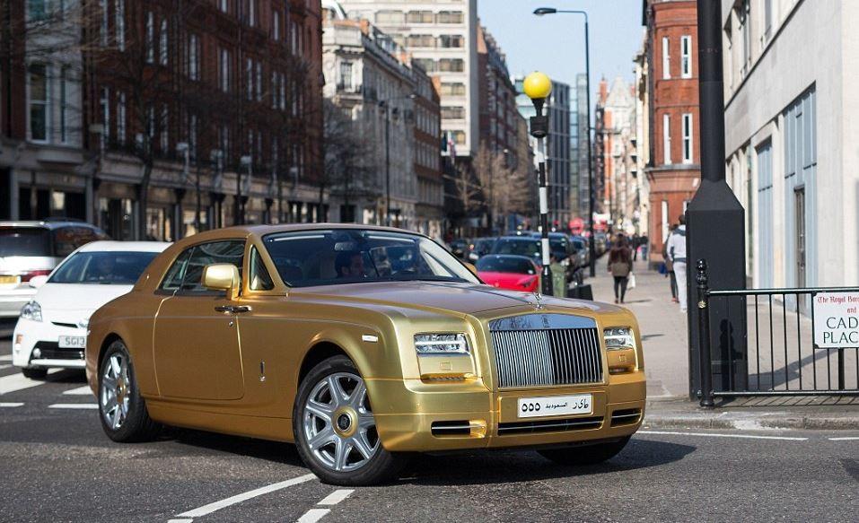 بالصور سيارة ثري سعودي تجذب السياح في باريس , لقاء الثراء وانبهار التقدم 14938 16