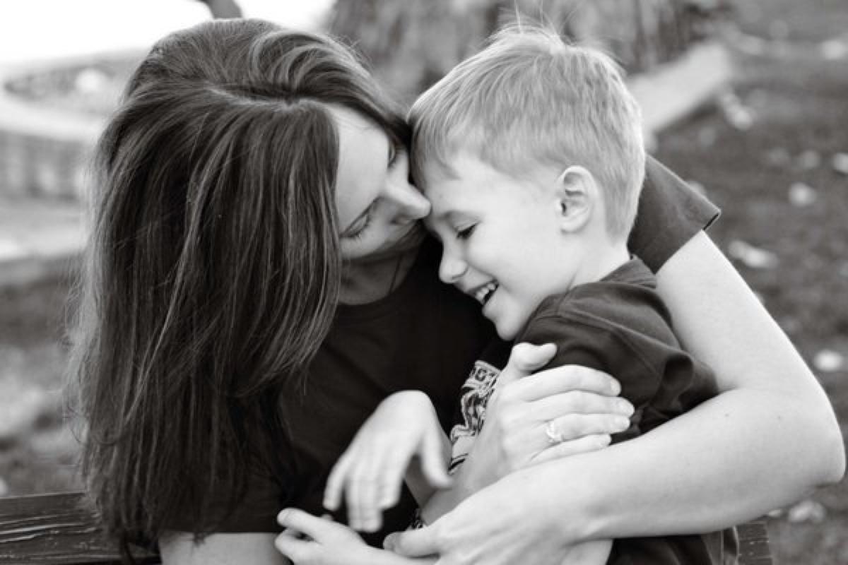 بالصور صور حنان الام , عطف وحنان وحب الامهات 15019 7